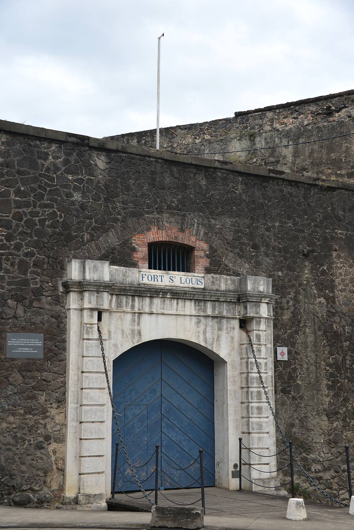 Fort Saint Louis - muurit piti vierailua halunneet reissaajat linnoituksen ulkopuolella.