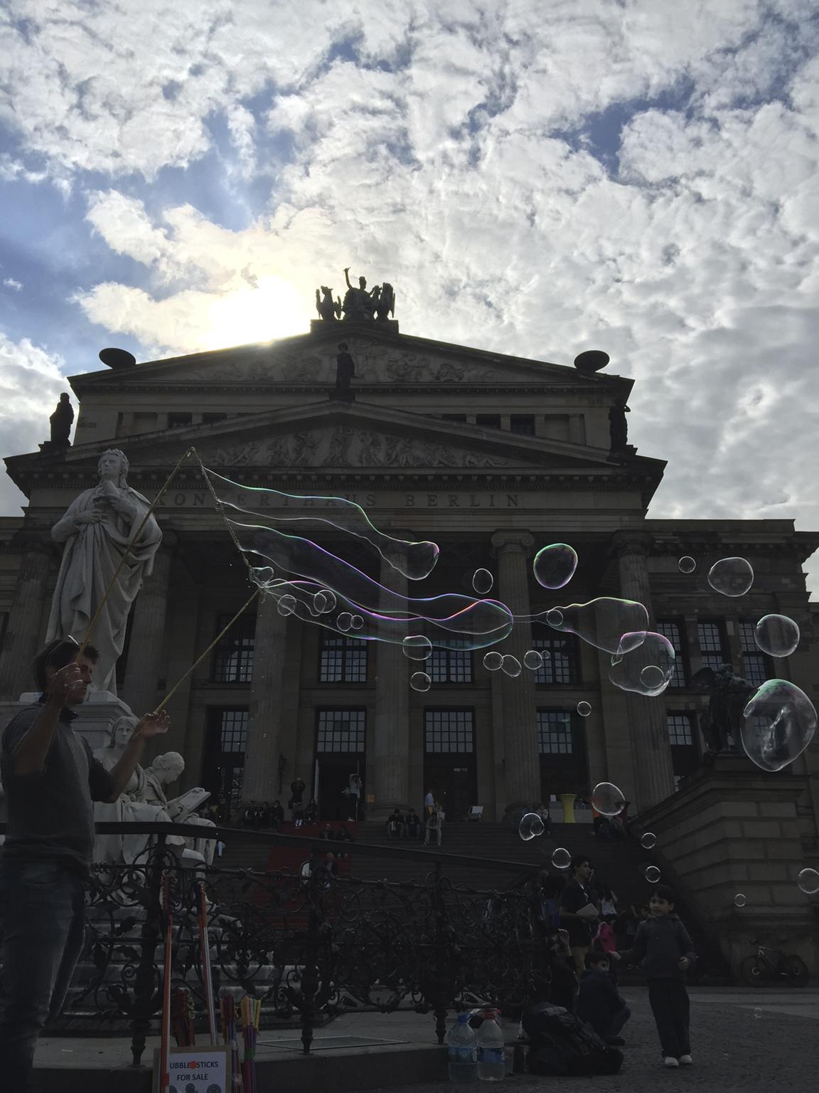 Kuva Berliinistä ennen muokkausta, alla kuva Instagramissa.