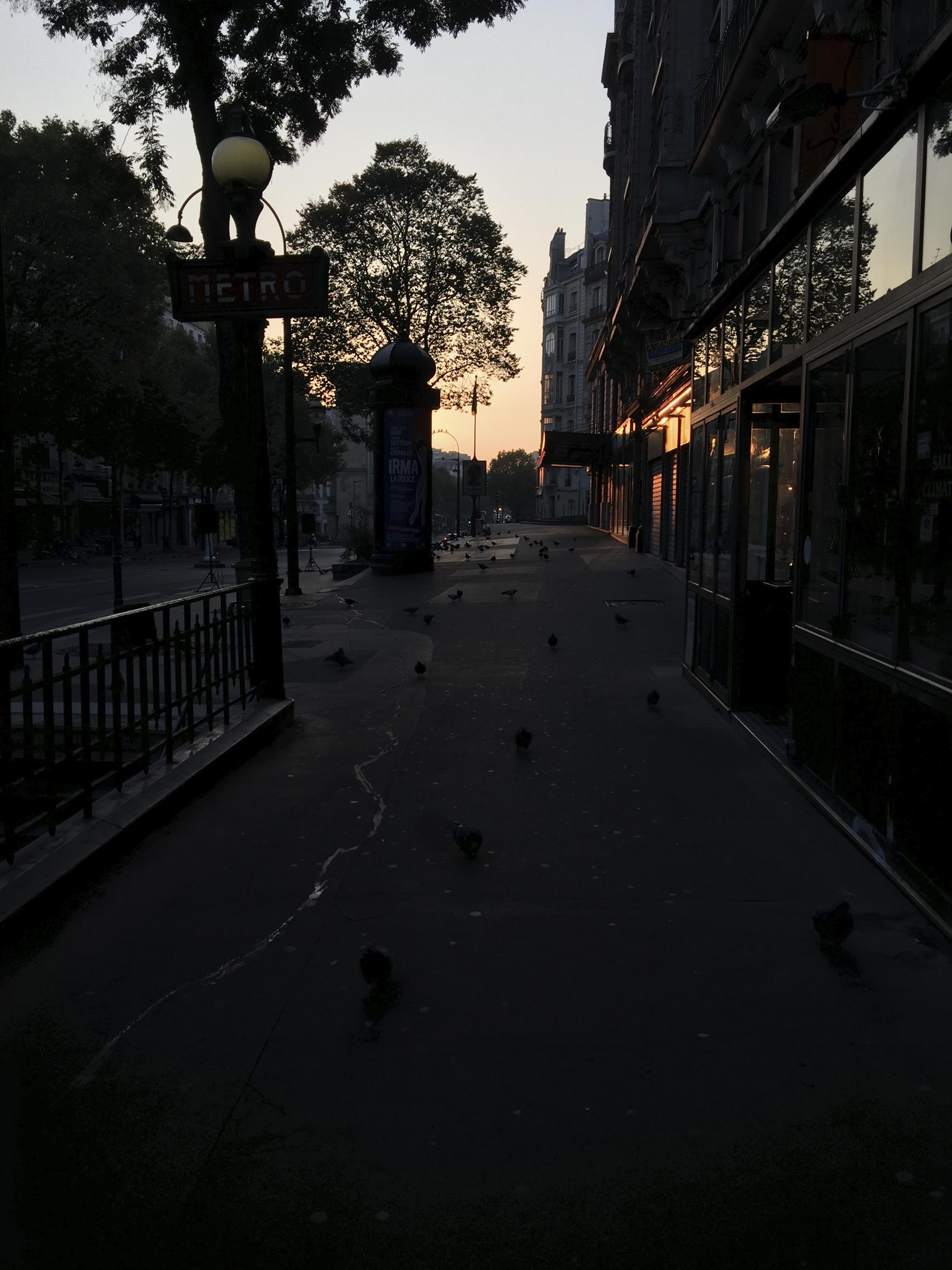 Kuva Pariisista ennen muokkausta, alla kuva Instagramissa.
