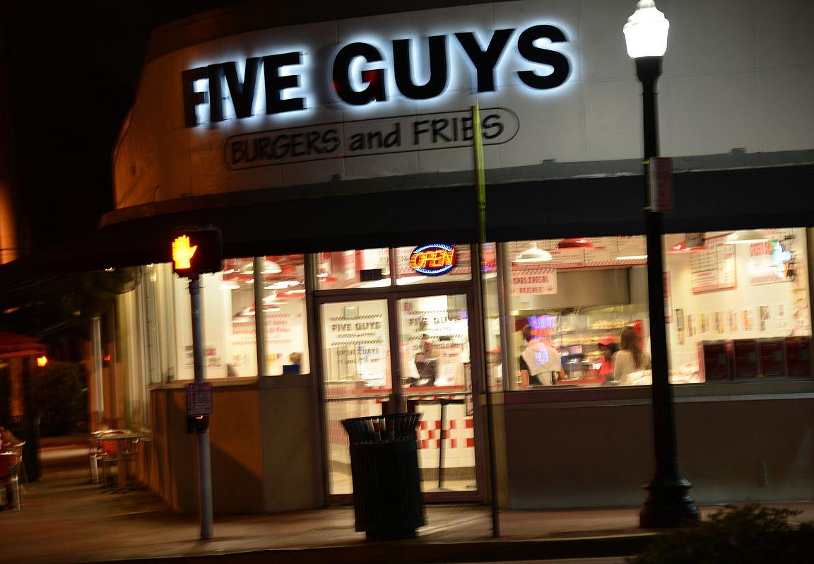 Kohteena maailma suosittelee Five Guysia.