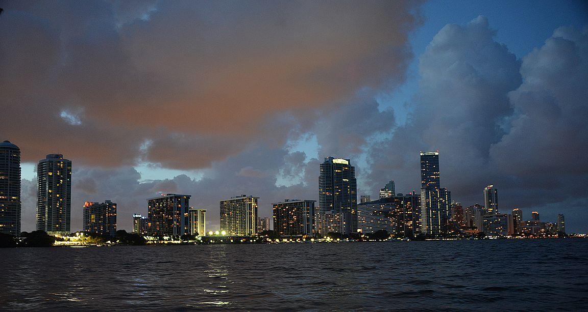 Miami Downtown Key Biscaynestä kuvattuna.