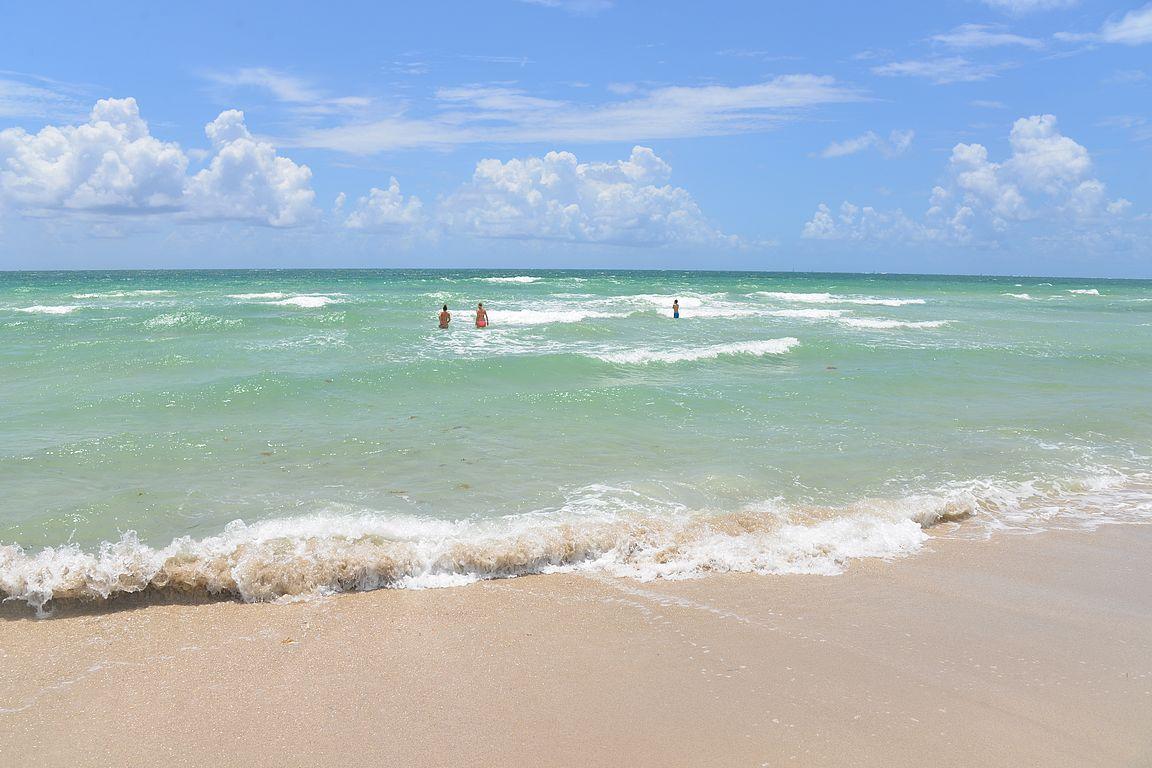 Merivirtausten ja aaltojen kanssa saa olla tarkkana. Rantavartiat olivat tasaisen työllistettyjä päivittäin.