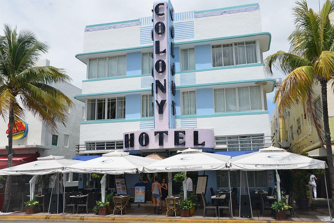 Art Deco talot ovat upeita. Colony Hotel oli Miami Vicen tunnus iltavaloissaan.