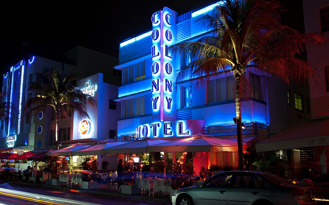 Ocean Drive ja Colony Hotel tuli maailman tietoisuuteen Miami Vice -televisiosarjan myötä.