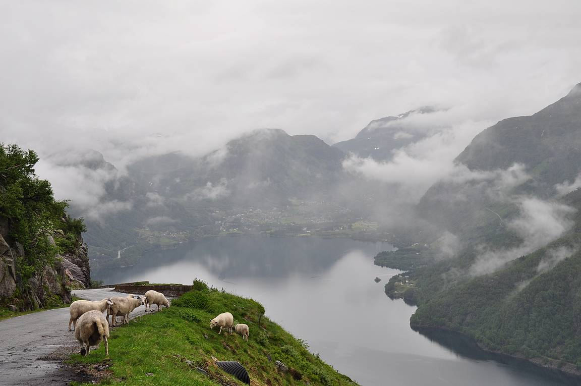 Auto alle ja upeita maisemia katsomaan Norjaan!