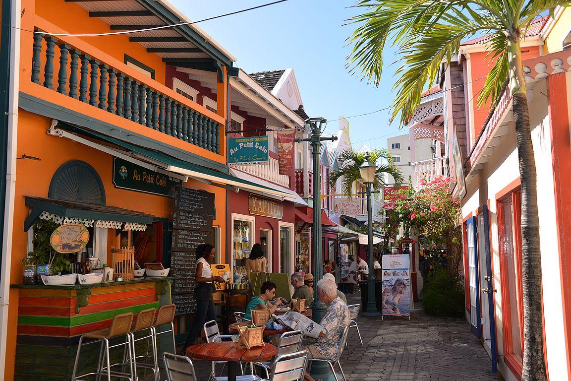 Old Street ja vasemmalla Au Petit Café.