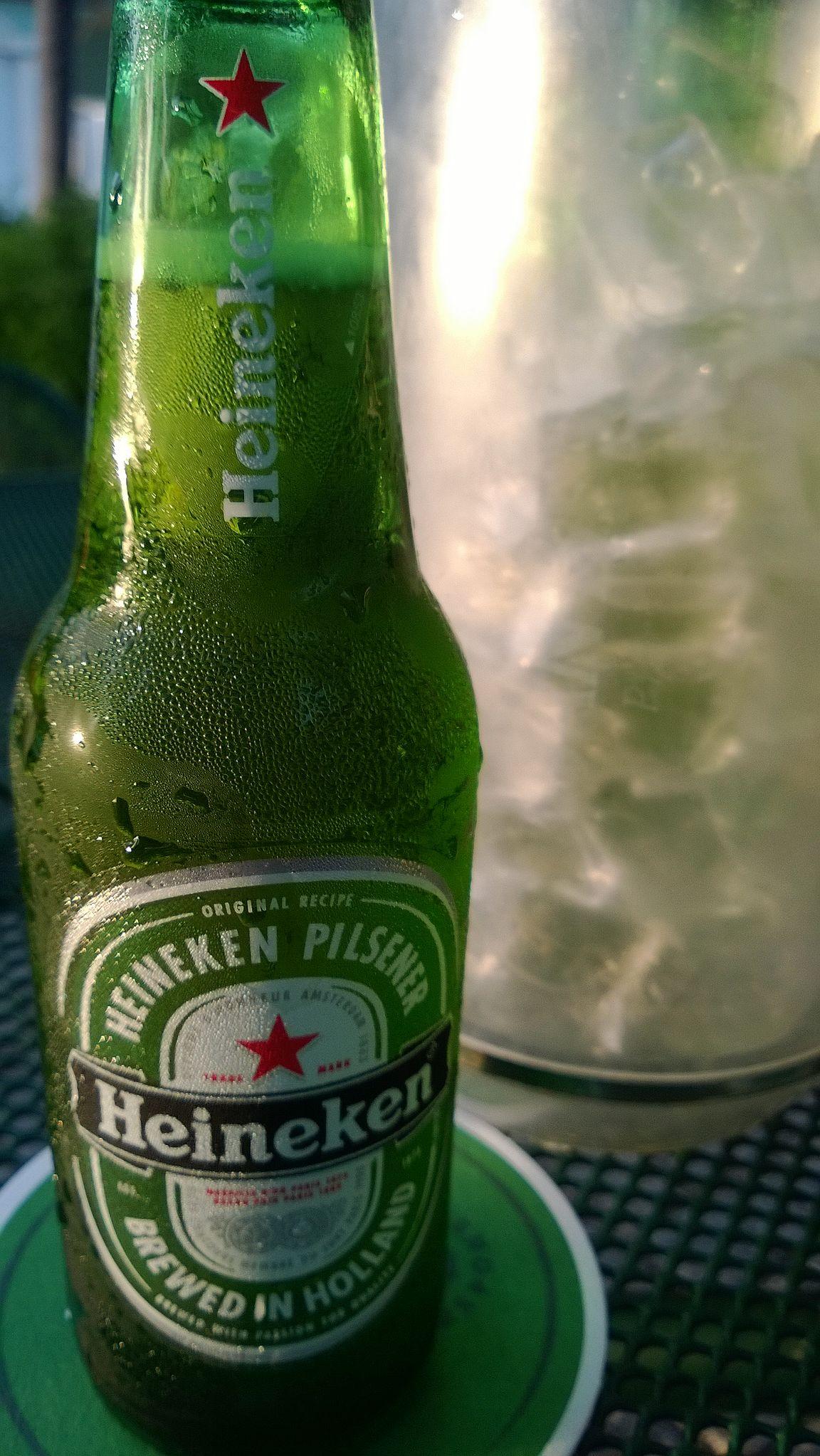 The Green House ja takuuvarmana hollantilaisuudesta kertova jääkylmä Heineken.