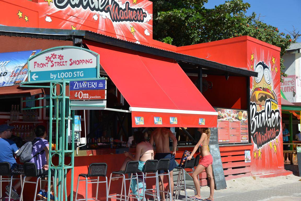 Burger Madness on suosittu ympäri vuorokauden.
