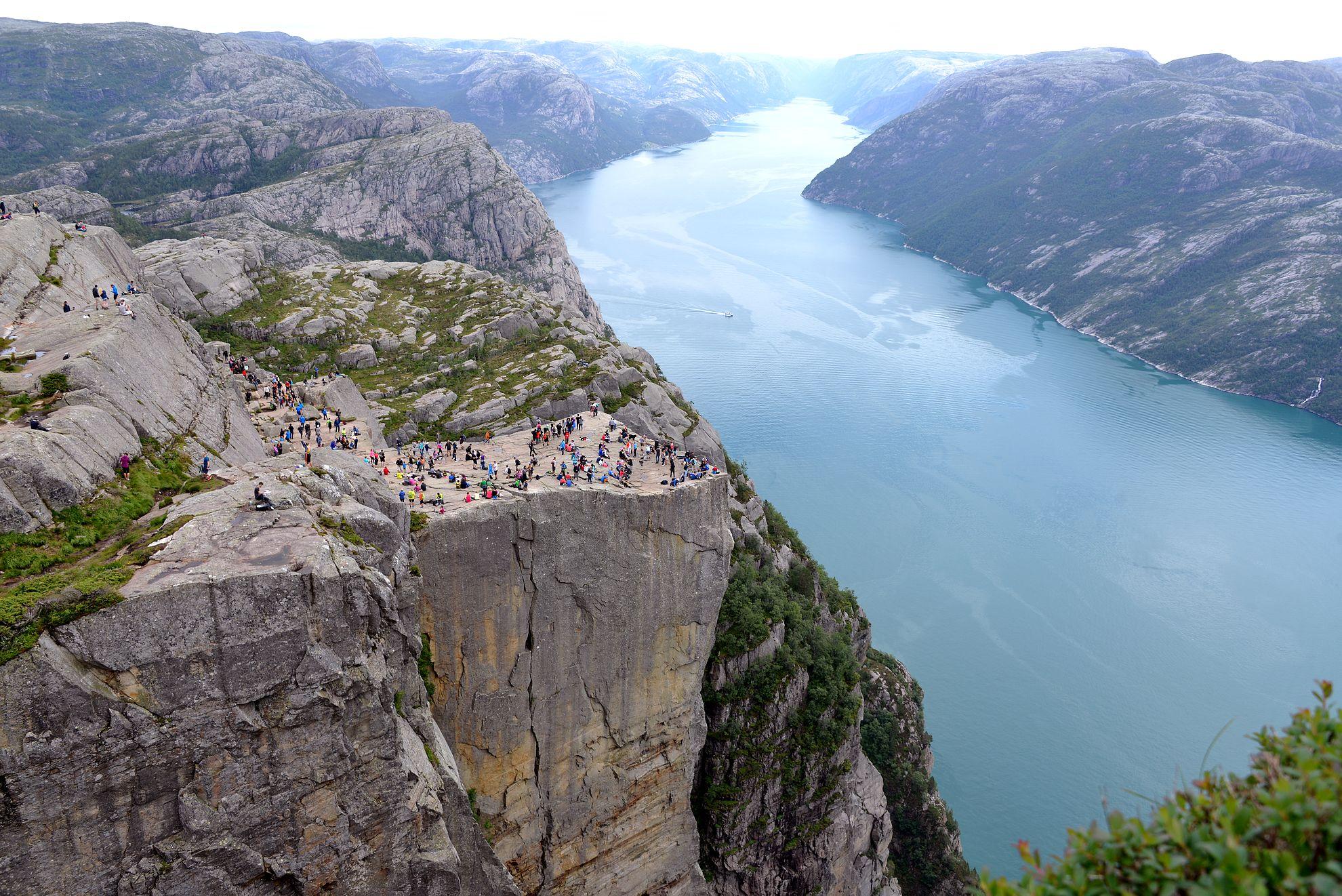 Norjan parhaat vaellusreitit - Preikestolen copyright Kohteena maailma