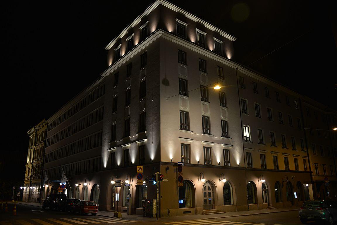 Radisson Blu Aleksanteri Hotel sijaitsee Punavuoren keskipisteessä.