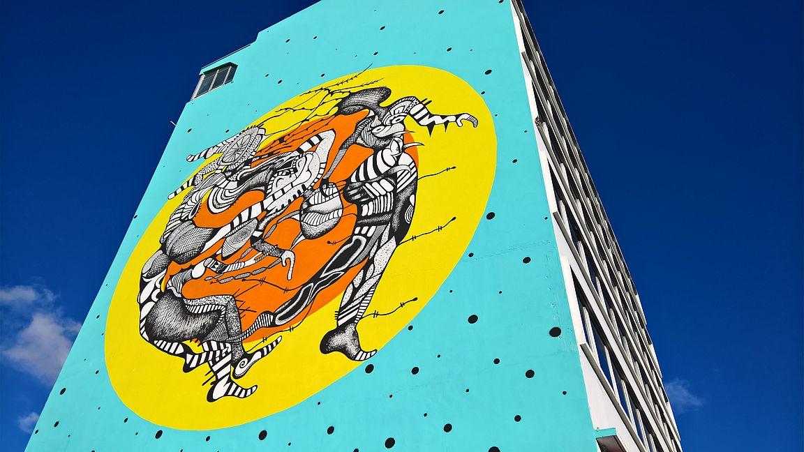Santurcessa on toinen toistaan upeampia maalauksia rakennusten seinissä.
