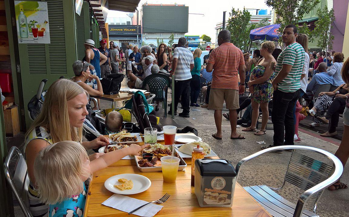Smoke House:n tacoja pystyy nauttimaan paraatipaikalla Santurcen illasta.