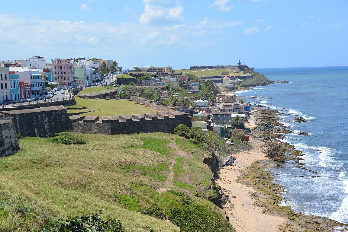 Kummaltakin linnoitukselta avautuu upea maisema toista linnoitusta kohden.