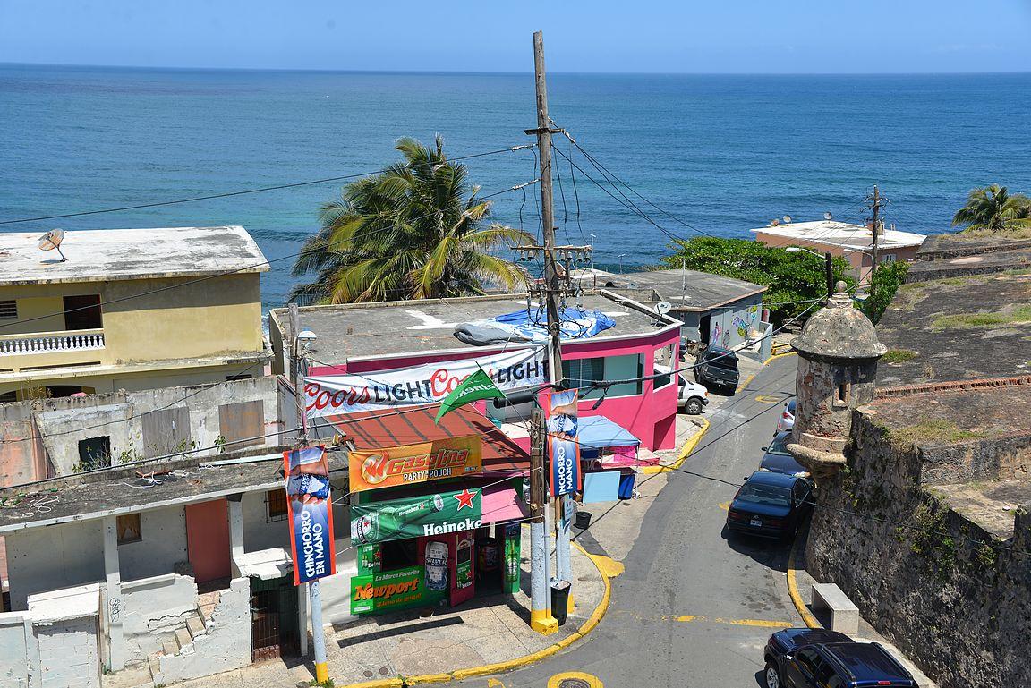 La Perlan sijainti on ihanteellinen muurien suojassa, mutta siihen se ihanuus sitten jääkin.