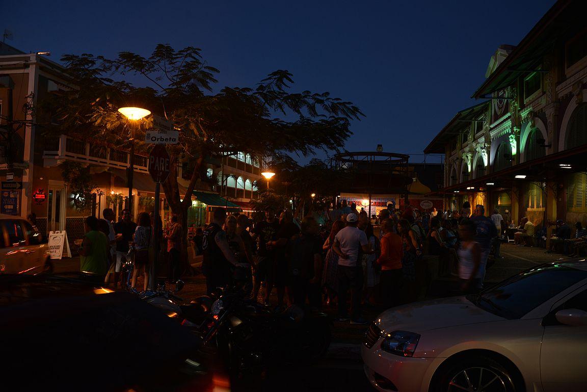La Placita de Santurce oli elämys ilta-aikaan, turisteista ei tietoakaan ja kadut täynnä salsaa tanssivia paikallisia.
