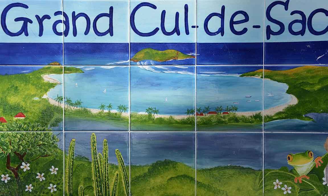 St. Bartsin jokaisella rannalla on oma mosaiikki-infotaulu.