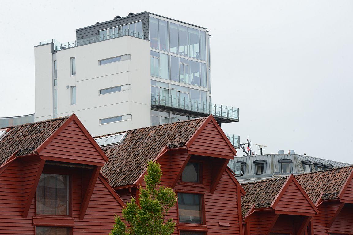 Vanhojen sataman varastorakennusten taakse on noussut hulppeita luksusasuntoja. Vanhat ja uudet rakennukset muodostavat yhdessä upean kokonaisuuden.