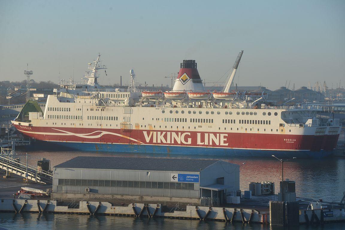 Vuonna 1977 rakennettu eli 40 vuotta vanha Rosella oli myöskin Tallinnan satamassa. Mielenkiintoista olisi nähdä, millaisia laivoja rakennetaan 40 vuoden päästä 2057....