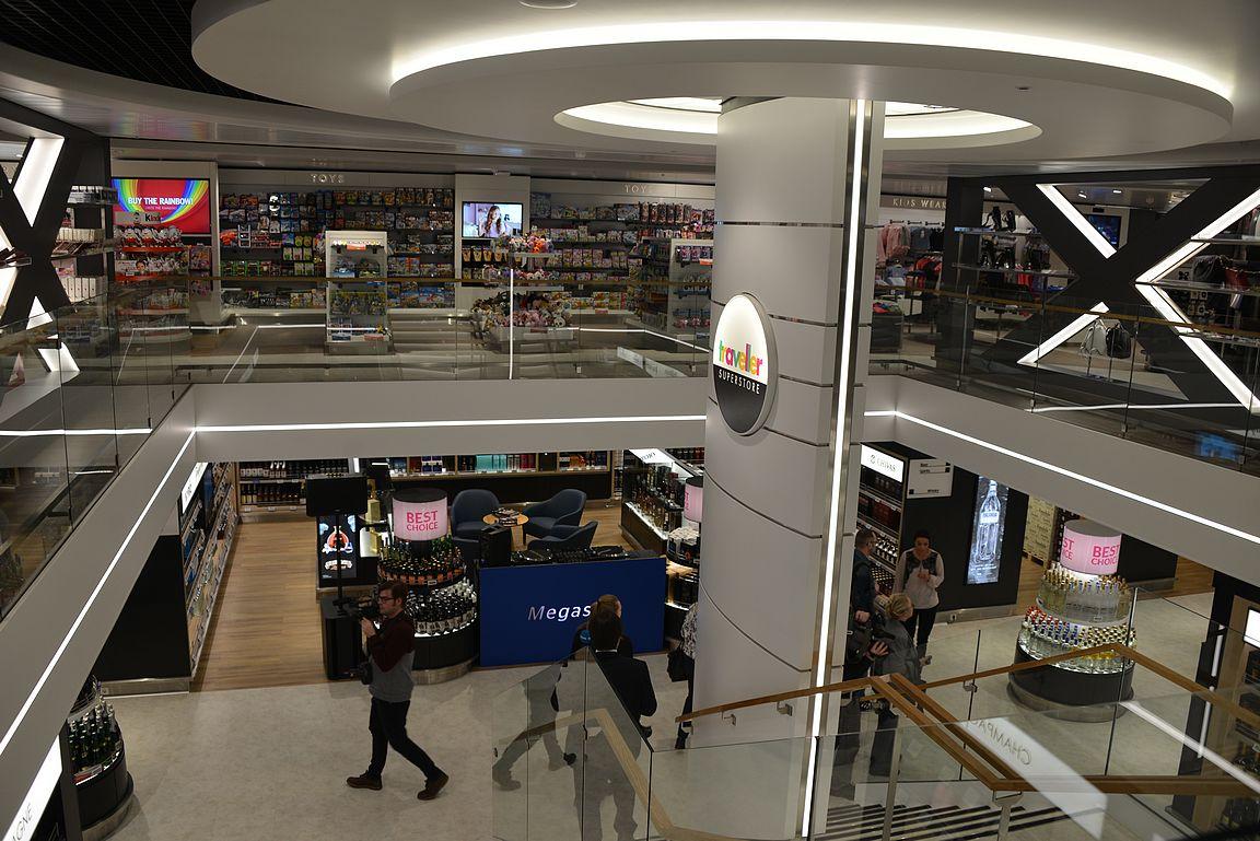 Kaksikerroksinen kauppa on Itämeren isoin ostoskeskus.