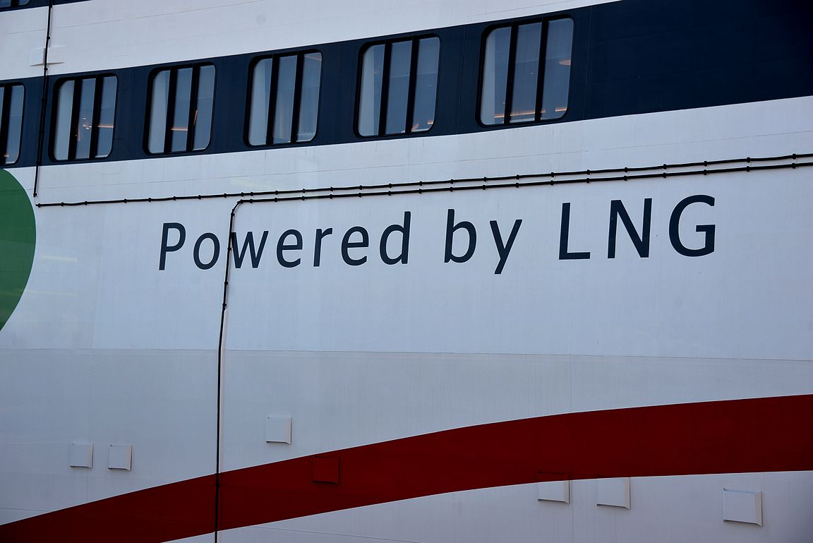 Voimalähteenä toimii LNG eli nesteytetty maakaasu. Ympäristöystävällisempään suuntaan ollaan ainakin teoriassa menossa.