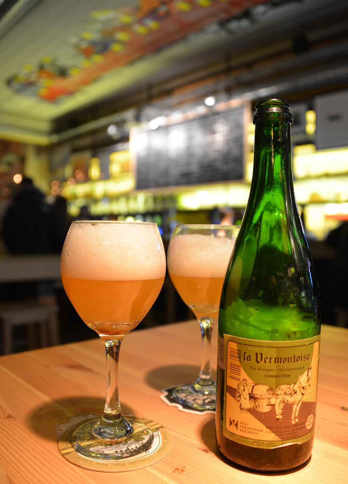 Vaikuttavan hanarivistön lisäksi tarjolla on erinomainen valikoima pullo-oluita ympäri maailmaa.