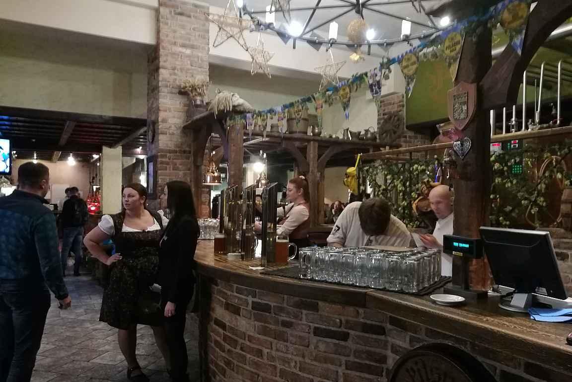 Beer House muistuttaa sisältä perinteistä saksalaista oluttupaa.