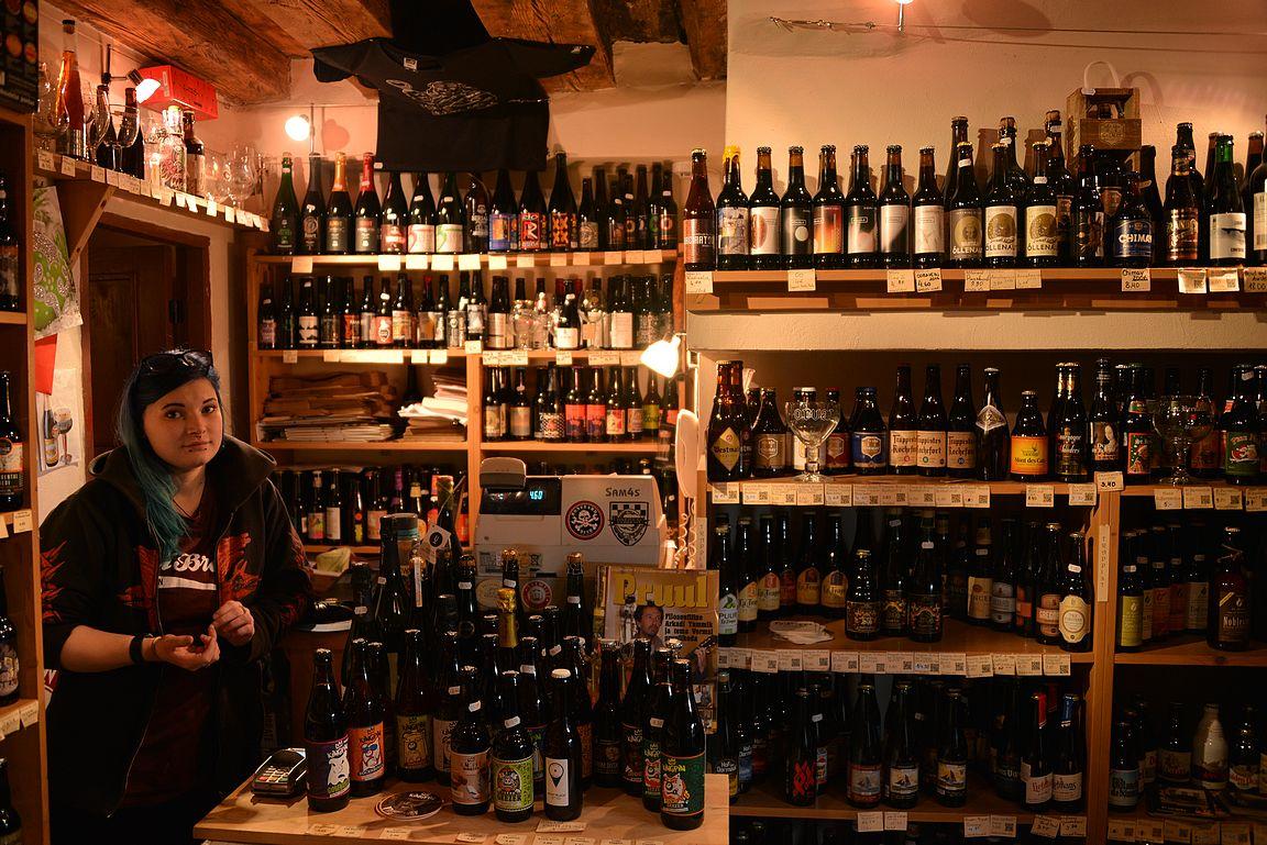 Koht:n olutkauppa on pieni, mutta valikoimaltaan todella laaja.