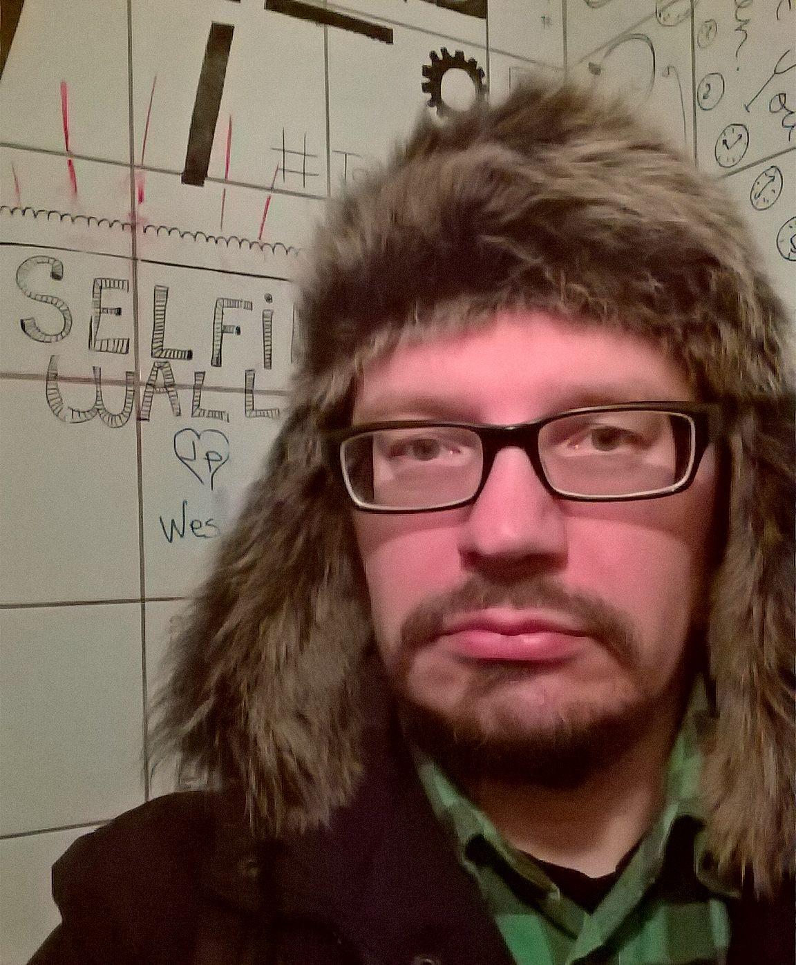 Se pakollinen selfie wall -kuva Pööbelin yhdessä wc-kopissa.