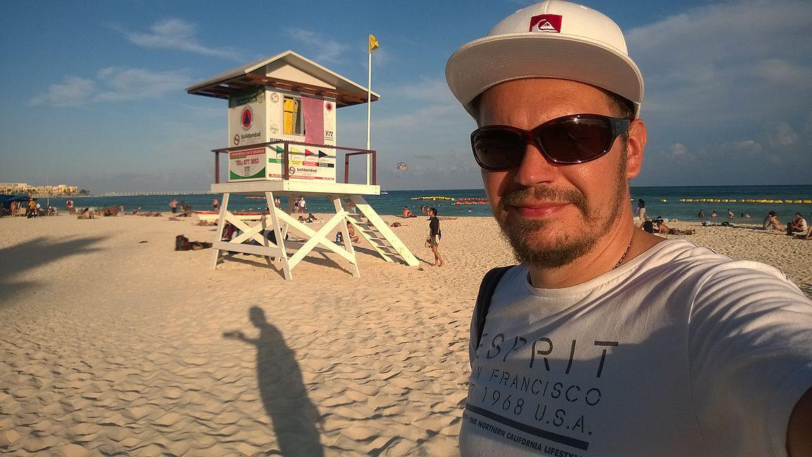 Playa del Carmenin keskustan ranta ilta-auringossa.