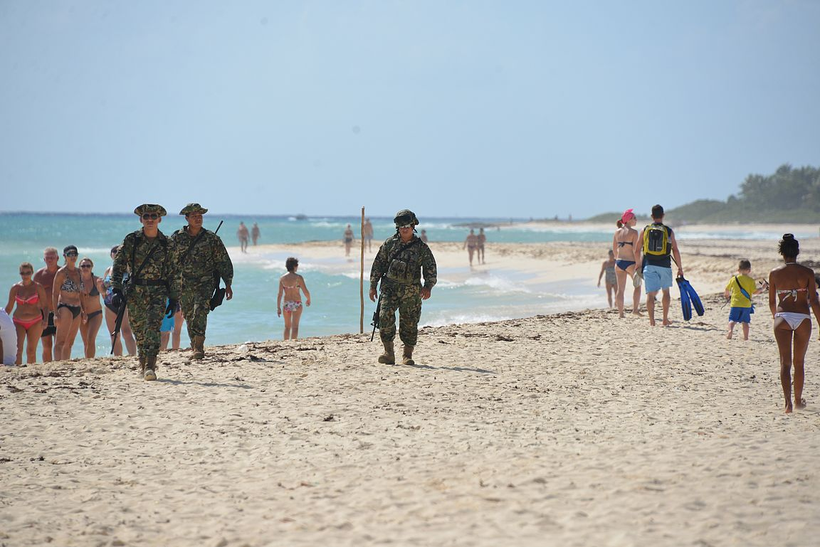 Playacarin rannalla viihtyvät kaikki eli Meksikossa ei tarvitse turvallisuudesta olla huolissaan.