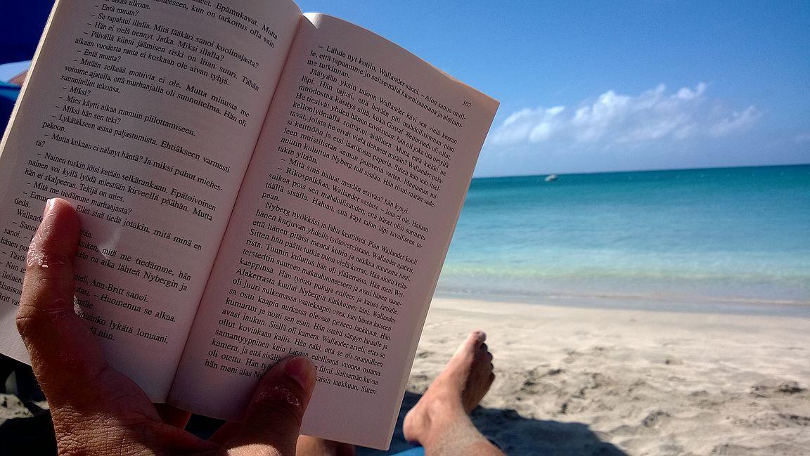 Anguillassa sopivan vauhdikasta tekemistä on lukeminen.
