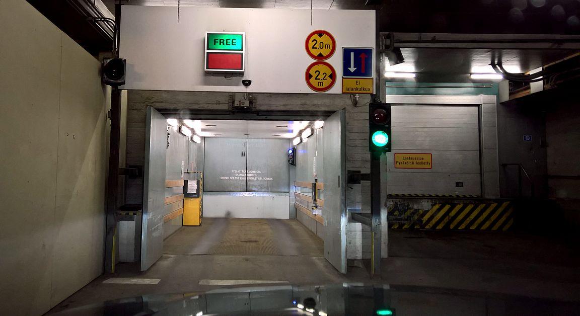 Autolla hissiin ja kohti Hamburger Börssiä.