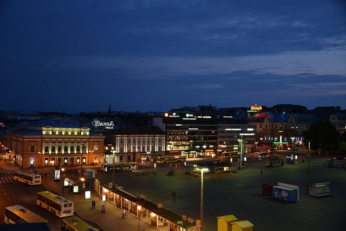 Näihin kuviin, näihin tunnelmiin Turun yöstä on helppo päättää raportti.
