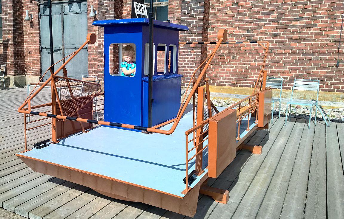 Lasten leikkiteline nro 1 Turussa. Tämä ja monet muut lasten lempipaikat tulee tutuksi lapsiperheille suunnatussa postauksessa.