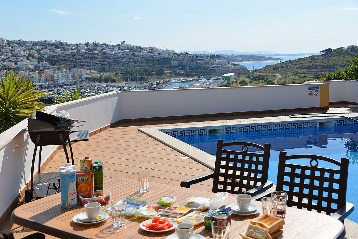 Kelpaisiko sinulle aamiainen näissä maisemissa Algarvessa?
