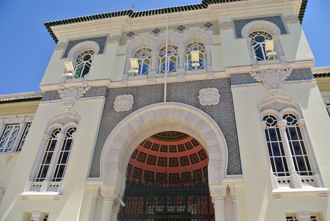 Faro tarjoaa arkkitehtuurillisesti eniten nähtävää Algarvessa.