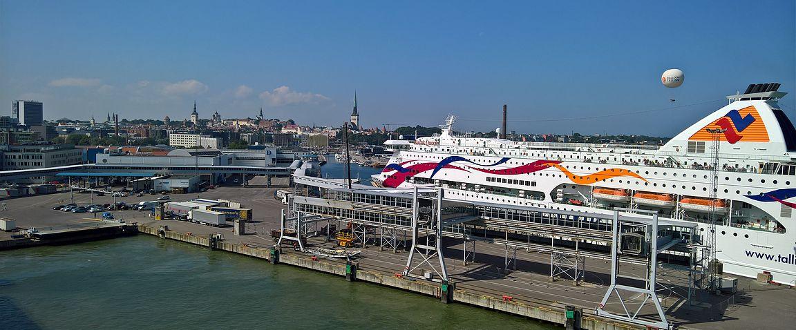 Tallinnan pysähdyksillä laivasta ei saa nousta, mutta maisemista saa nauttia.