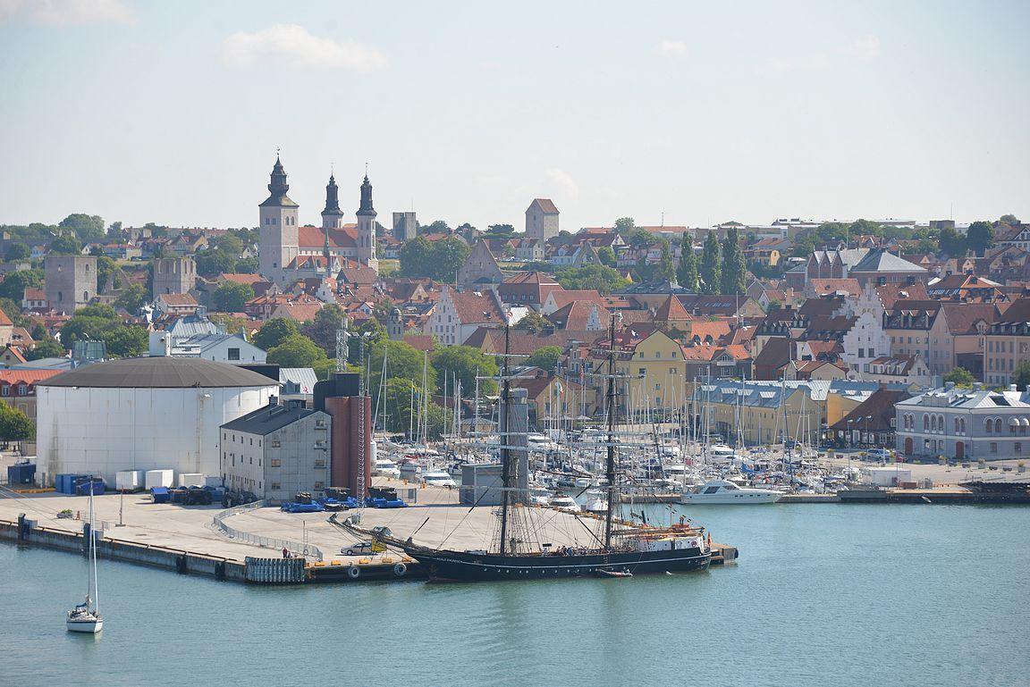 Visbyyn tulo risteilyaluksella tarjoaa upeat maisemat kaupunkiin.