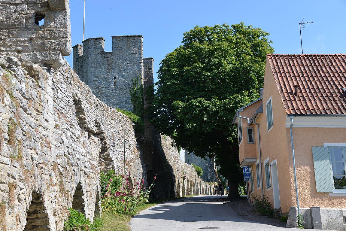 Kaupungin muurit ovat upeat koko matkalta.
