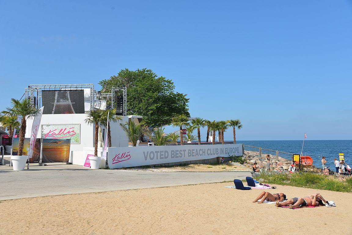 Kallis on yksi Euroopan parhaimmista rantaklubeista ja sijaitsee aivan kaupungin keskustassa.
