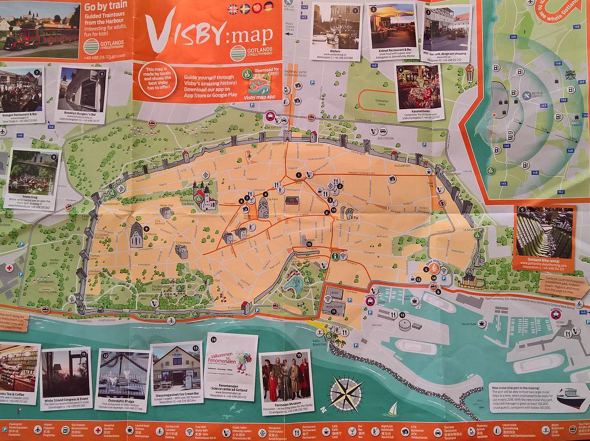 Visbyyn tutustuminen oli helppo aloittaa satamassa jaettavalla ilmaisella kartalla, jonka toisella puolella oli Gotlannin kartta.