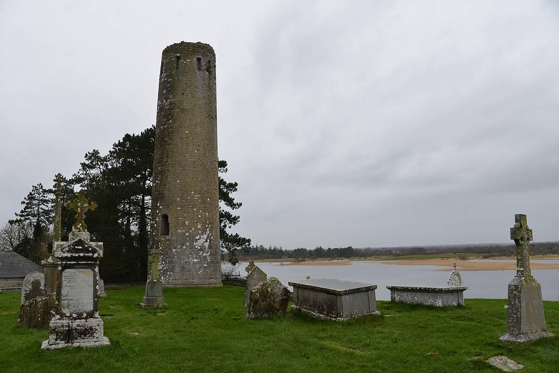 Clonmacnoisessa on maailman laajin keskiaikaisten hautakivien kokoelma.
