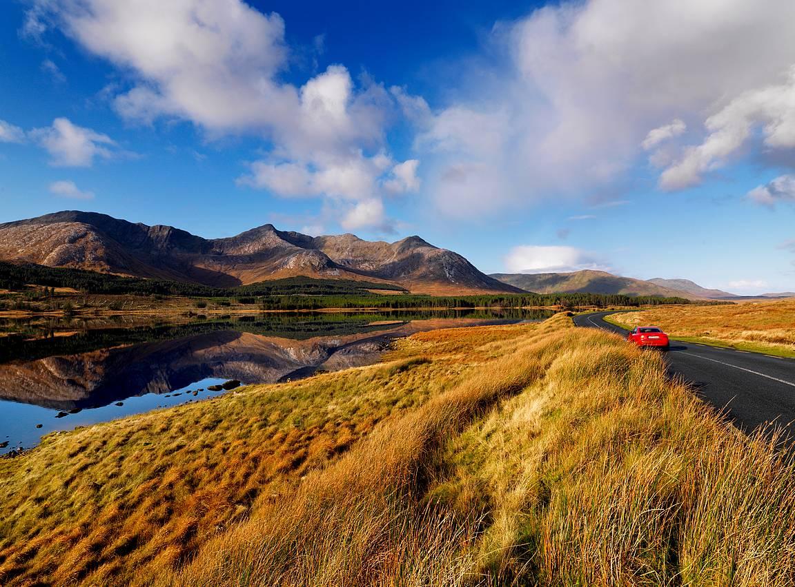 Rehellisesti sanoen, olisihan Lough Inaghia ihaillut mieluummin tällaisella säällä... Copyright Tourism Ireland