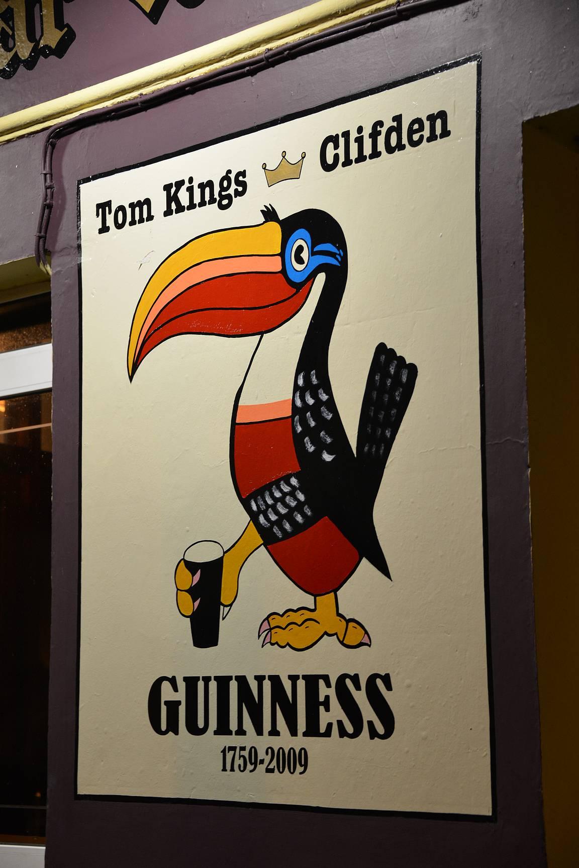 Paikallisten mukaan Clifdenin paras Guinness tarjoillaan Tom King's Barissa.
