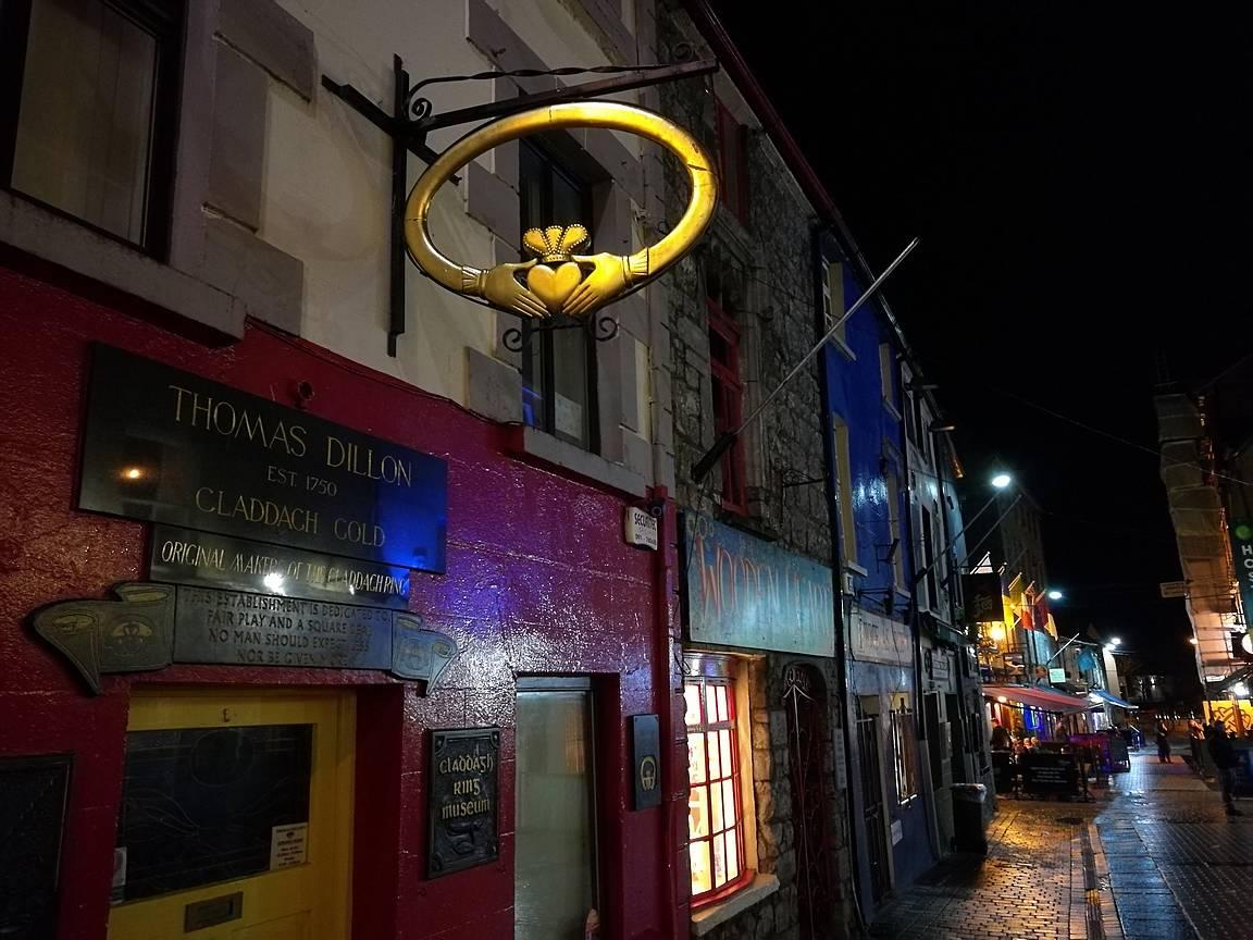 Galwayn keskusta on värikäs ja siten tarjoaa iloa silmälle ympäri vuorokauden.