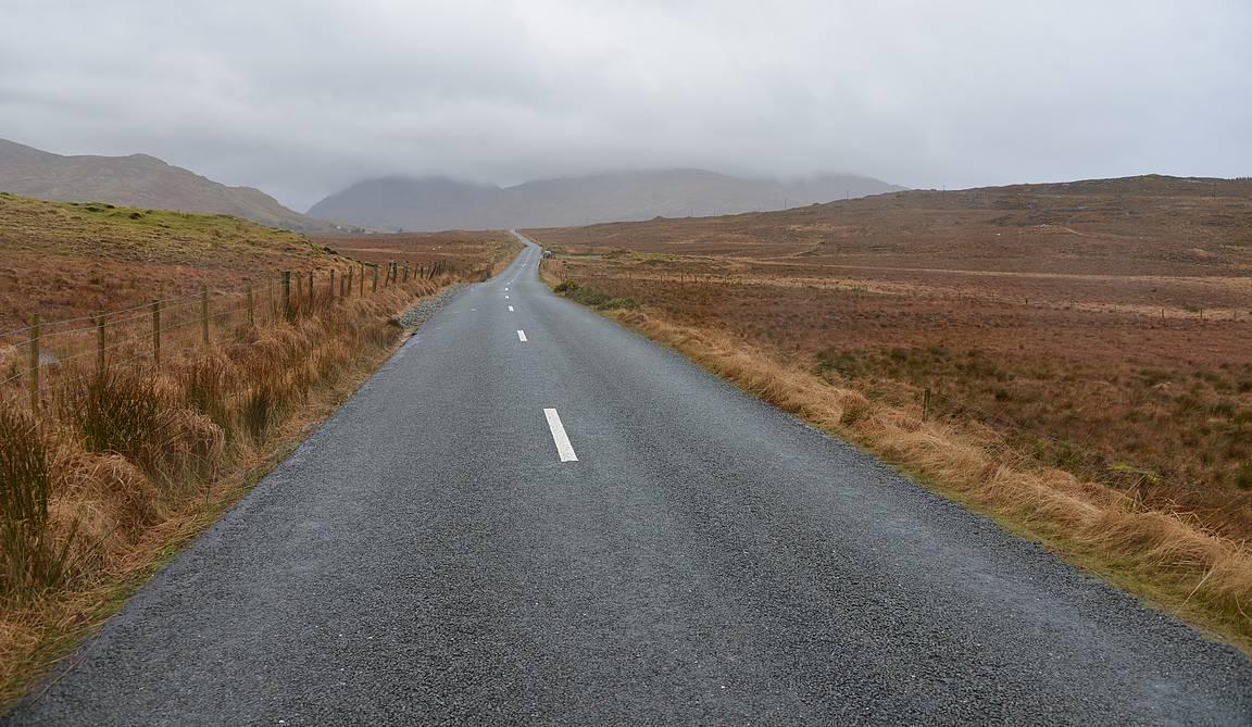R344 tie kulkee upeissa maisemissa.