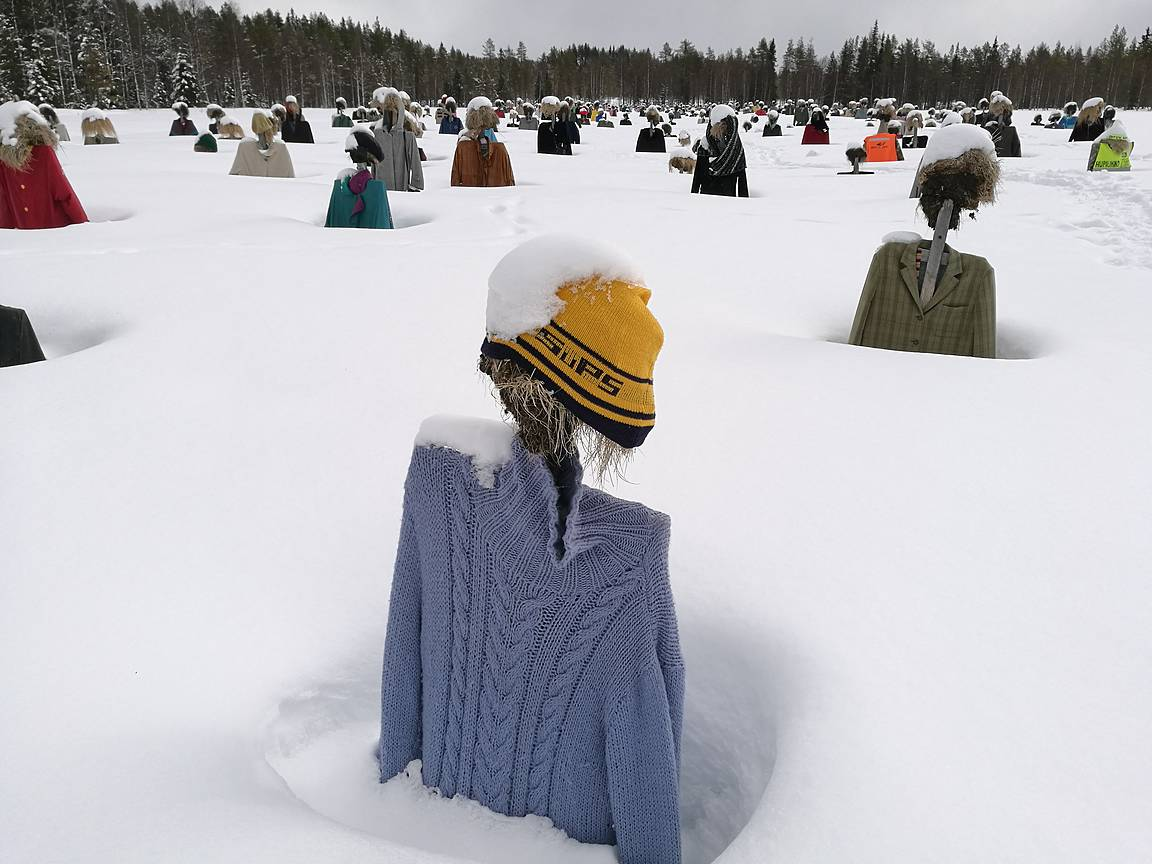 Osa on onneksi muistanut laittaa pipan päähän, että ei vilustu talven pakkasilla.