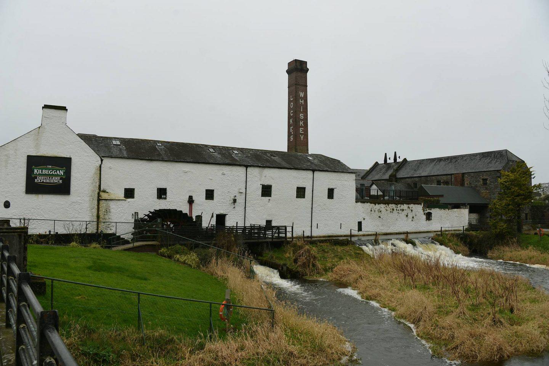 Turvetta, viskiä ja keltin ristejä: Kilbeggan Distillery ja Clonmacnoise
