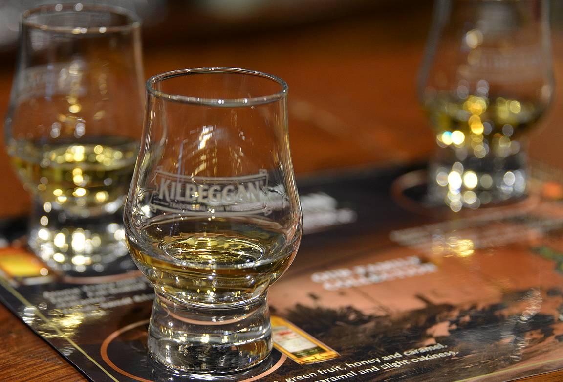 Neljä erilaista viskiä antoi hyvän kokonaiskuvan tislaamon tuotteista.