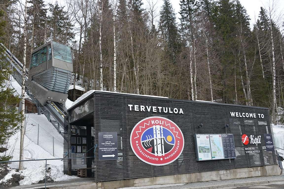 Break Sokos Hotel Koli sijaitsee Kolin kansallispuistossa. Parkkipaikalta hotellille noustaan kuvassa olevalla hissillä.